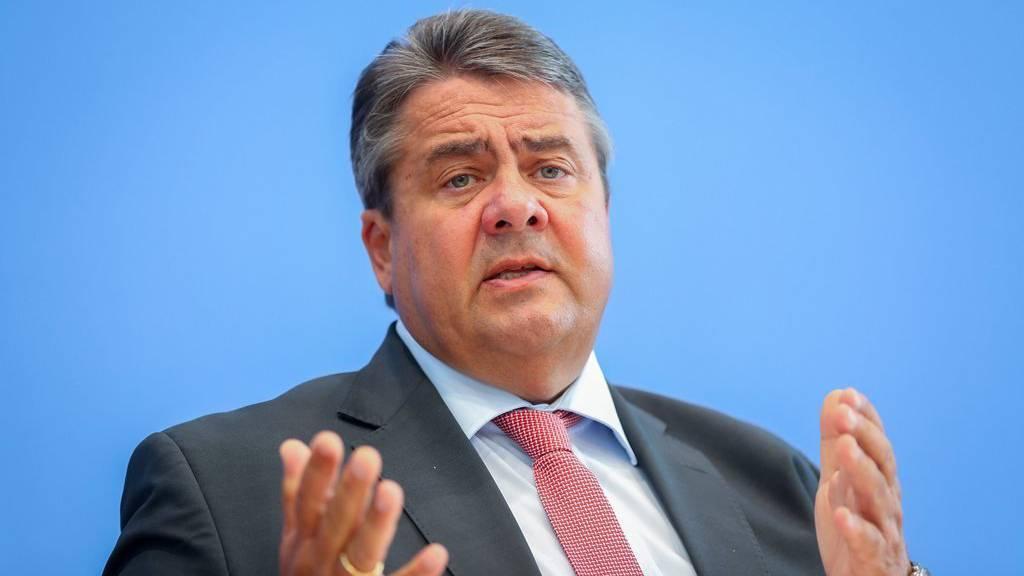 Sigmar Gabriel gab bei der Pressekonferenz in Berlin Auskunft. Oder auch nicht.