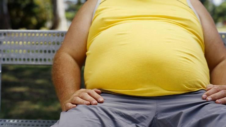 Weil Herr und Frau Schweizer immer dicker werden, brauchen Spitäler,  Rettungssanitäter und Bestatter bessere Hilfsmittel.