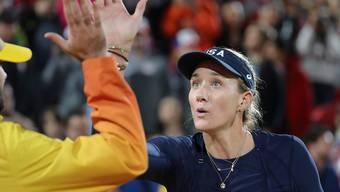 High five für einen eigenen Business-Plan: Kerri Walsh Jennings plant in den USA eine eigene Beachvolleyball-Tour