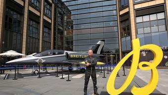 Der Grenchner  Uhrenhersteller richtete mit der grossen Kelle an - unter anderem mit einem Fliegermodell des hauseigenen Jet Teams mit Kommandant Jacques Bothelin.