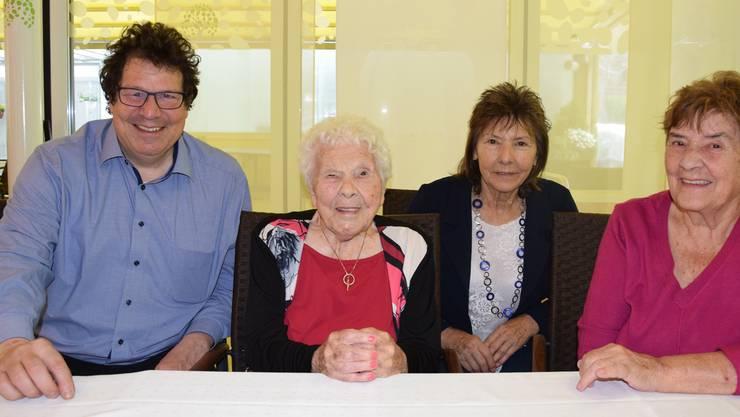 Jubilarin Anna Dräyer-Keist feierte mit ihren Töchtern Anna Bichsel und Edith Graber (von links) ihren Geburtstag. egu