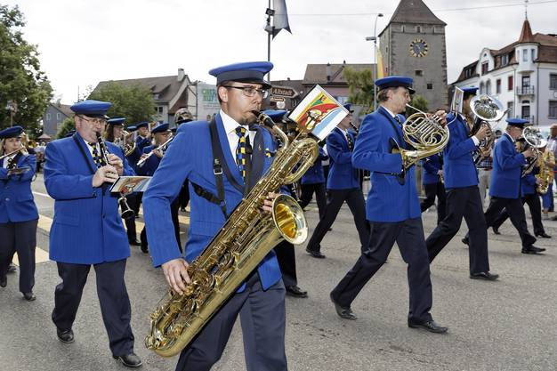 32. Aargauisches Kantonales Musikfest Ohren auf! Die Musikgesellschaft Eintracht Windisch beendete die Parade am Samstag.