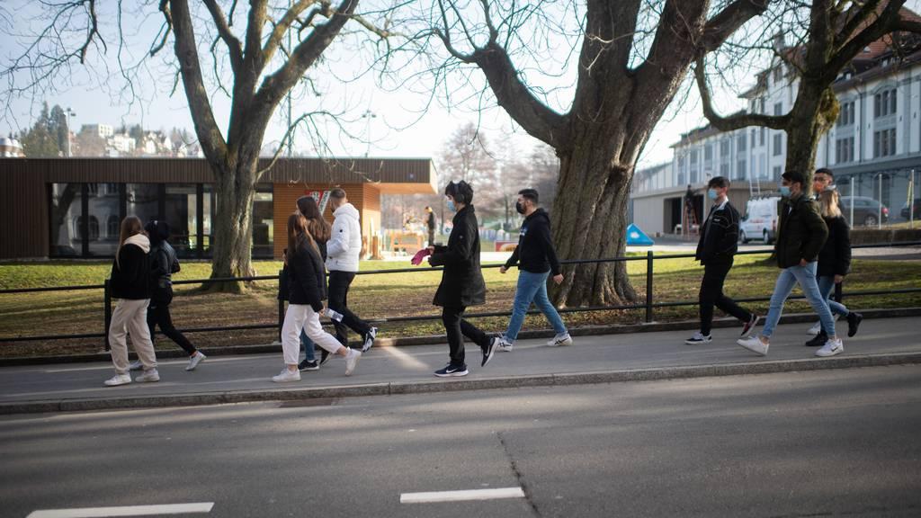 Lockerungs-Chaos bei Regeln für Jugendliche