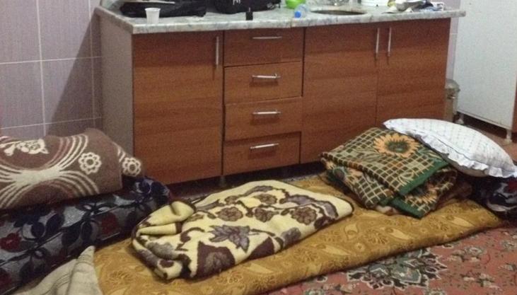 Anil Akmans Schlafplatz auf dem Küchenboden.