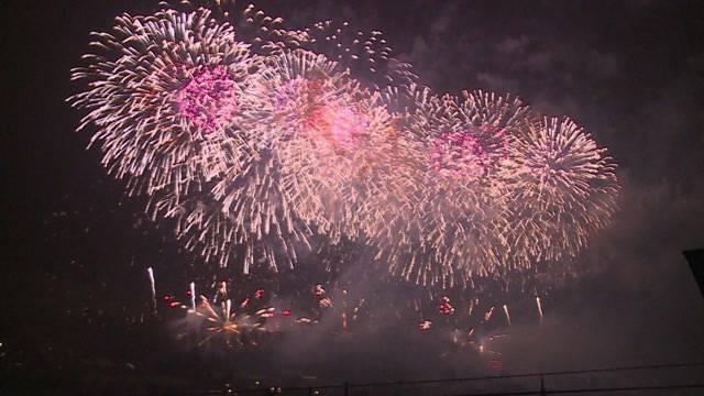 «Tele M1»-Bericht aus Oensingen: Zwei lokale Feuerwerk-Clubs sorgen für das grösste Feuerwerk der Schweiz.