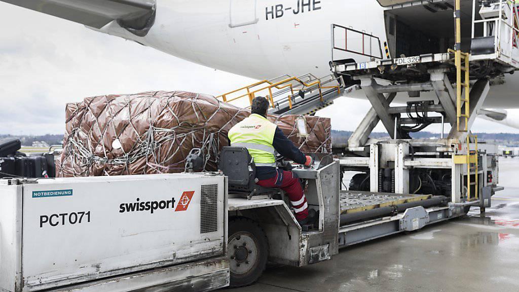 Die frühere Swissair-Tochter Swissport hat im ersten Halbjahr 2018 Umsatz und Betriebsgewinn gesteigert.(Archivbild)