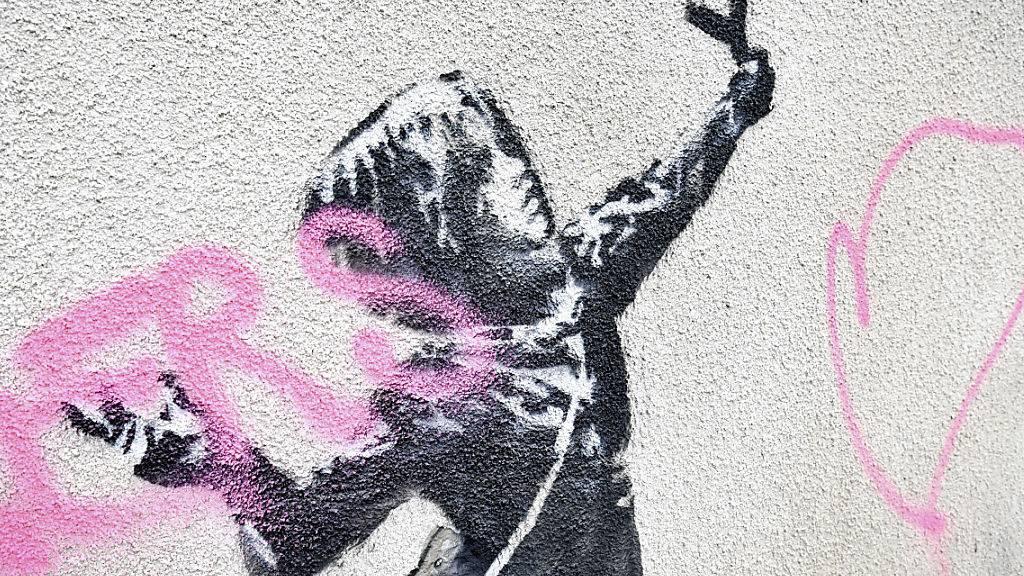 Der berühmte Streetart-Künstler Banksy machte sich einen Namen mit gesellschaftskritischen und meist kontroversen Motiven.
