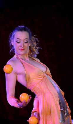 Gut im Umgang mit Bällen: Circus-Gasser-Artistin Chantal von Tayn.
