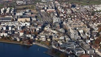 Die Stadt Zug (Luftaufnahme) beherbergt nicht nur Rohstofffirmen und Briefkastenunternehmen.