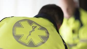 Ein Unfallopfer in Schwyz ist an seinen Verletzungen im Spital gestorben. (Symbolbild)