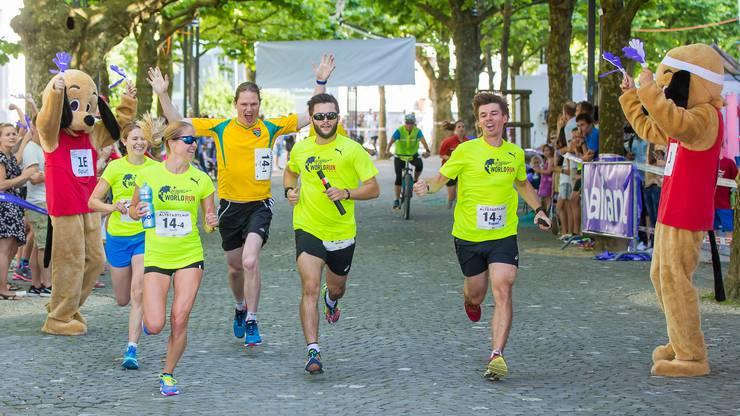 Auch die Stafetten-Konkurrenz am Aarauer Altstadtlauf erfreut sich grosser Beliebtheit.