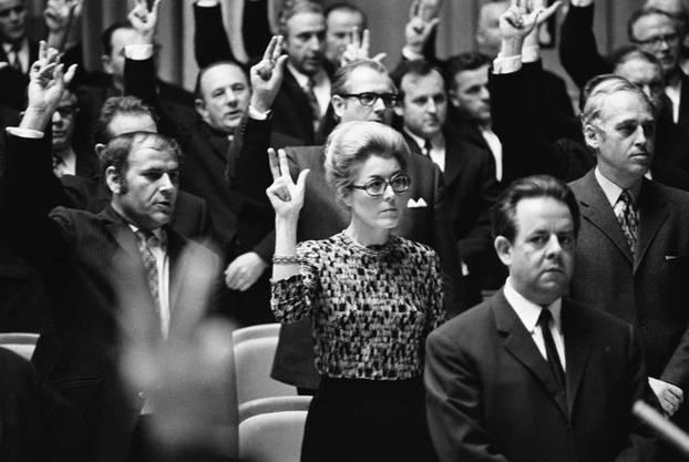 Die Vereidigung 1971 als Nationalräte (von links): Walter Renschler, Lilian Uchtenhagen und Helmut Hubacher.