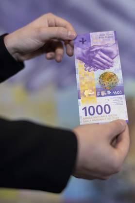 So sieht das neue «Ameisi» aus: Präsentation der 1000er-Note der neunten Banknotenserie – ab 13. März kommt sie in den Umlauf.