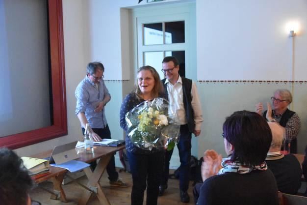 Suzanne Rey musste ihren Mann in den vergangenen sechs Jahren mit dem Weissen Wind «teilen» - dafür gabs einen schönen Blumenstrauss.