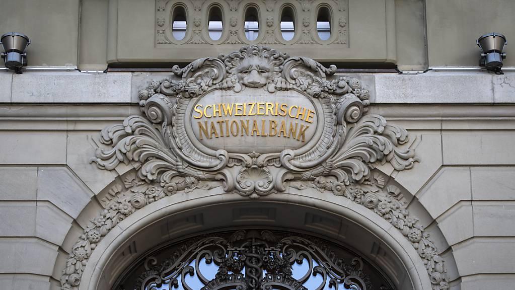 Schweizer Banken haben laut einer Studie in den vergangenen fünf Jahren rund 8 Milliarden Franken an Negativzins an die Nationalbank überwiesen. (Archiv)