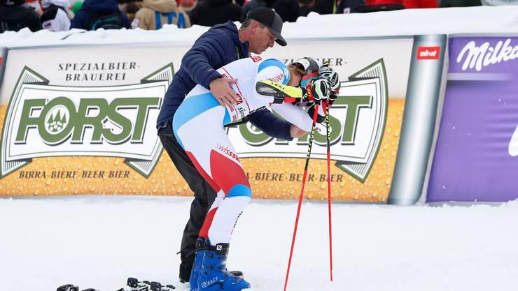 Wann er zurückkehrt, ist offen: Marco Odermatt verletzte sich beim Riesenslalom in Alta Badia am Knie.
