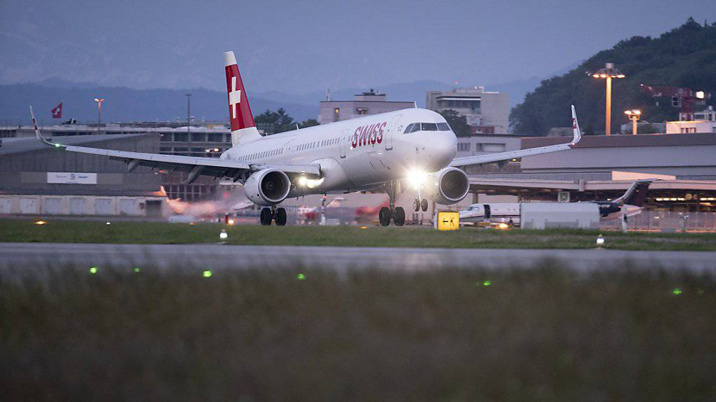 Der Flugzeugbauer Airbus will mit einer neuen Version des Modells A321neo durchstarten. Das Modell mit dem Namen A321XLR wird das Schmalrumpf-Flugzeug mit der längsten Reichweite.(Archivbild)