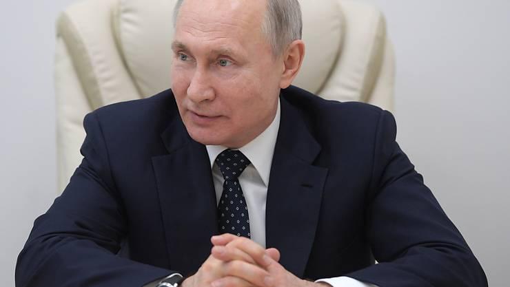 Russlands Präsident Wladimir Putin hat die Verschiebung der Abstimmung über die Verfassungsänderung angekündigt.