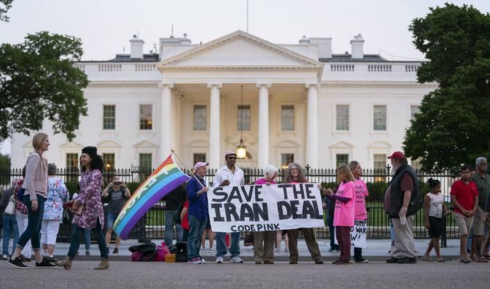 Vor dem weissen Haus kam es vor der Ankündigung zu Demonstrationen.