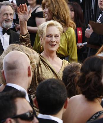 Meryl Streep  erreicht den Eingang.