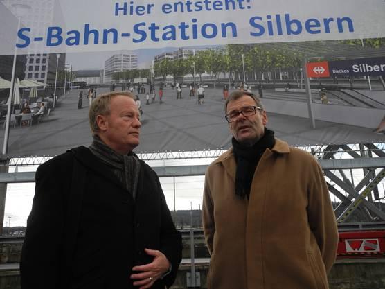 Nationalrat Hans Egloff und Dietikons Stadpräsident diskutierten vor dem Plakat