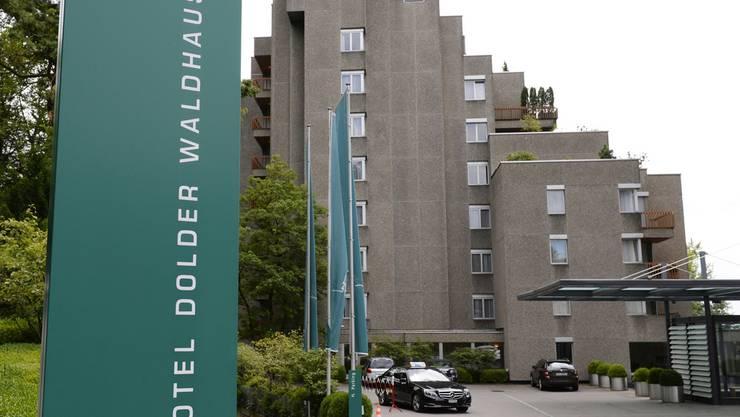 Das Hotel soll in circa zwei Jahren rückgebaut und durch eine Überbauung mit einer waagerecht geschwungen Form ersetzt werden.
