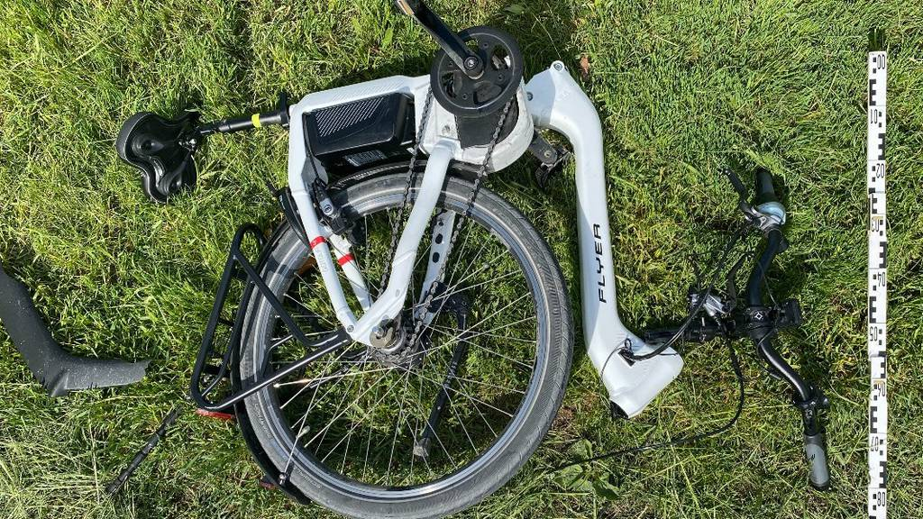 E-Bike und Töff fahren ineinander – zwei Leichtverletzte