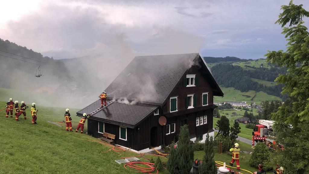 Nach Blitzschlag: Brand in Ferienhaus