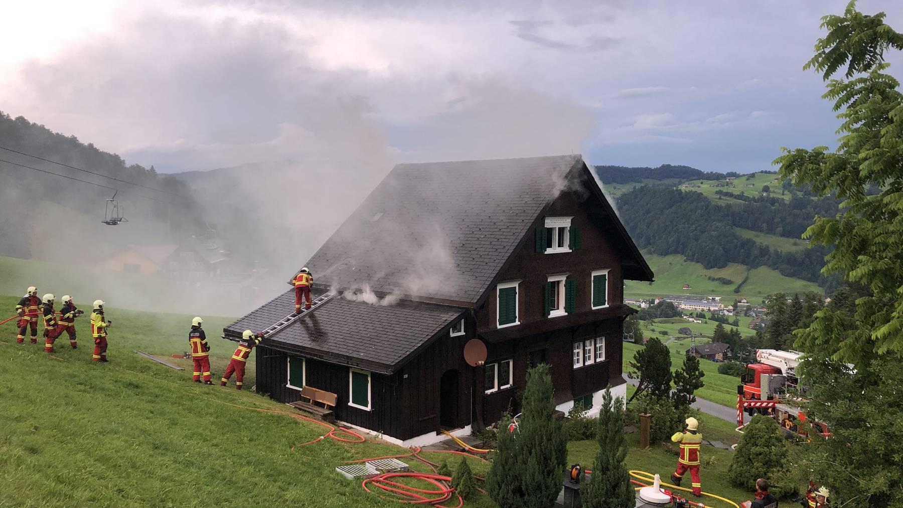 Der Brand wurde wohl durch einen Blitz ausgelöst.