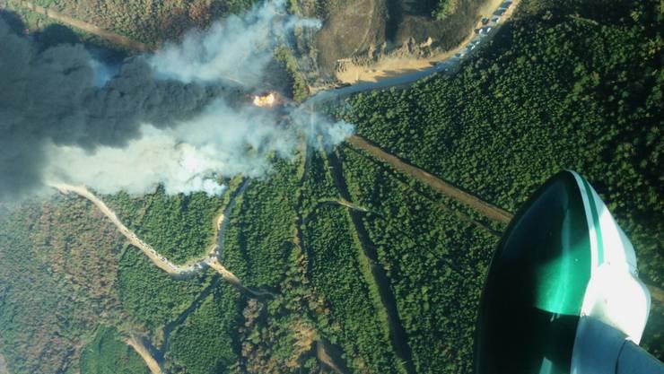 Luftaufnahme des Pipeline-Brandes.