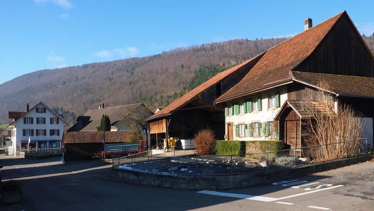 Die früher landwirtschaftlich genutzte Liegenschaft an der Dorfstrasse 7 soll den Treffpunkt beherbergen. bko