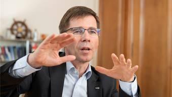 Der neue ETH-Präsident Joël Mesot legt im Büro in Zürich seine Sicht der Dinge dar. Bis vor kurzem wirkte er noch als Direktor des Paul-Scherrer-Instituts.ALEX SPICHALE
