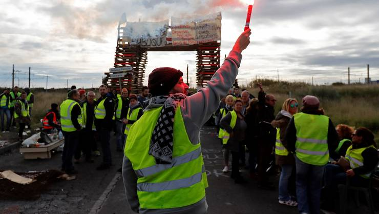 «Gelbwesten» blockieren den Zugang zu einer Ölraffinerie in Frontignan, Südfrankreich.