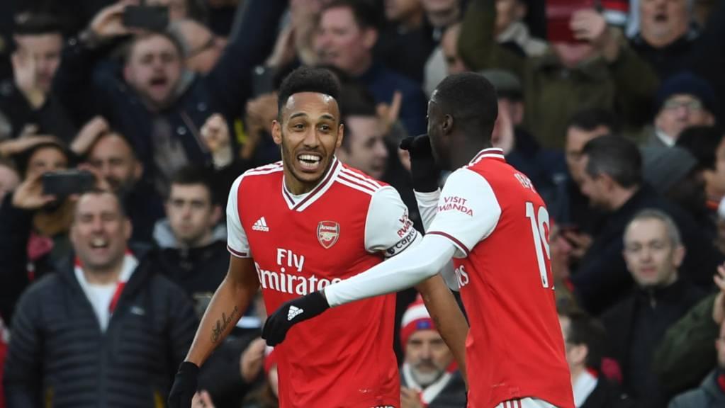 Arsenals Doppeltorschütze Pierre-Emerick Aubameyang jubelt über seinen ersten Treffer gegen Everton.
