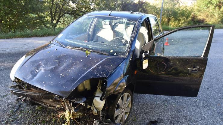 Die Vorderseite des Autos wurde stark beschädigt.