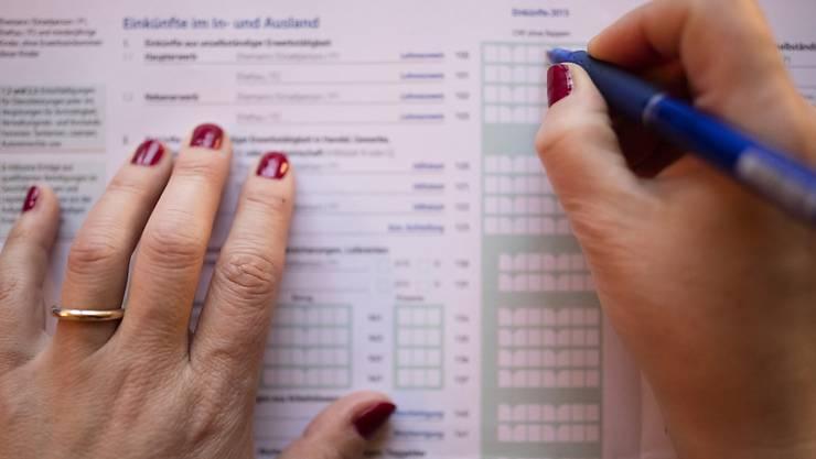 Steuerpflichtige im Kanton Zürich sollen künftig die tatsächlich bezahlten Prämien für die obligatorische Krankenversicherung vom steuerbaren Einkommen abziehen dürfen (Themenbild)