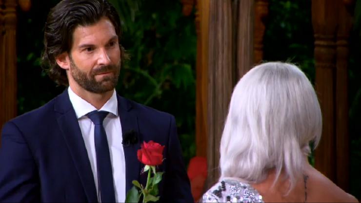 Der «Bachelor» möchte die Grenchnerin besser kennen lernen, doch Laura Tschaggelar will seine Rose nicht.
