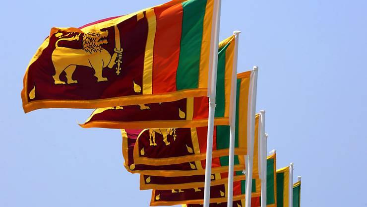 Die Nationalflagge Sri Lankas flattert in der Hauptstadt Colombo im Wind: Die Spannungen zwischen Buddhisten und der muslimischen Minderheit haben sich im vergangenen Jahr deutlich verschärft. (Archiv)