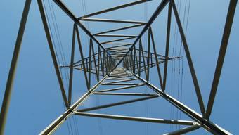 Ein Leitungsabschnitt westlich von Bremgarten ist bereits für die Spannungserhöhung von 220 kV auf 380 kV vorbereitet. (Archiv)