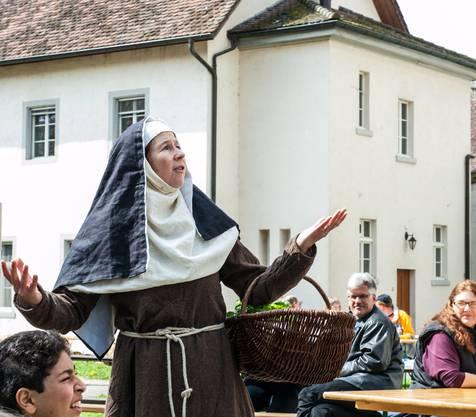 Klosterfrau Hildegard von Bingen kennt die Kräuter.