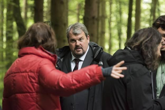 Schauspieler Mike Müller wird instruiert