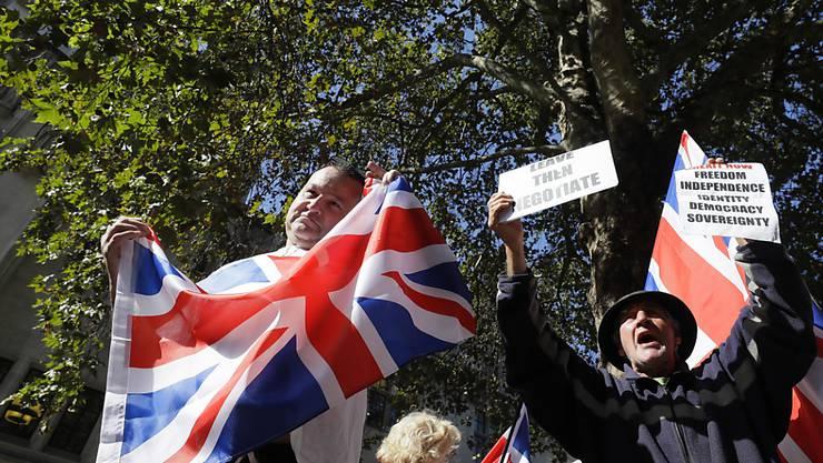 Brexit-Befürworter haben am zweiten Tag der Gerichtsverhandlung vor dem obersten britischen Gericht in London demonstriert. Dieses muss darüber urteilen, ob die von Premierminister Boris Johnson verordneten Zwangspause für das Parlament rechtens ist oder nicht.