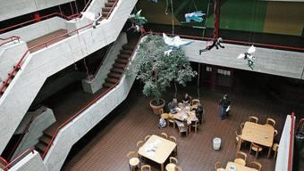 Noch herrscht am Gymnasium Laufental-Thierstein Schulbetrieb vor Ort.