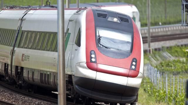 Zum Übergriff kam es auf einer Toilette in einem Intercity-Neigezug. (Symbolbild)