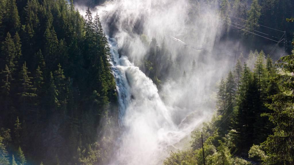 Schneeschmelze und starke Niederschläge führen dazu, dass die Pegel der Bäche und Flüsse in der Schweiz in den nächsten Tagen ansteigen dürften. (Symbolbild)