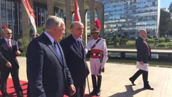 """Bundespräsident Johann Schneider-Ammann (links) führte am Donnerstag """"sehr konstruktive"""" Gespräche in der Hauptstadt Brasília - unter anderem mit dem brasilianischen Aussenminister José Serra (Mitte)."""