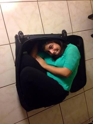 Eine Frau namens Jennifer passt auch in einen Koffer.