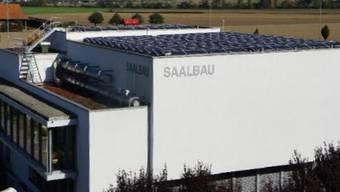 Das Solarkraftwerk auf dem Dach des Steiner Saalbaus liefert störungsfrei elektrische Energie. – Foto: pd