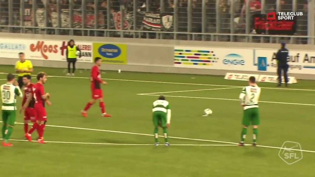 81. Minute: Nach einem Foul von Nico Siegrist  versenkt Goran Karanovic den  Penalty für Aarau zum 2:2.