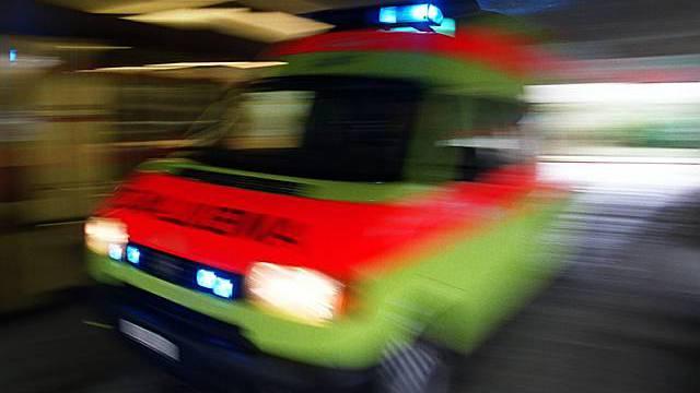 Der verletzte Töfffahrer musste ins Spital gebracht werden